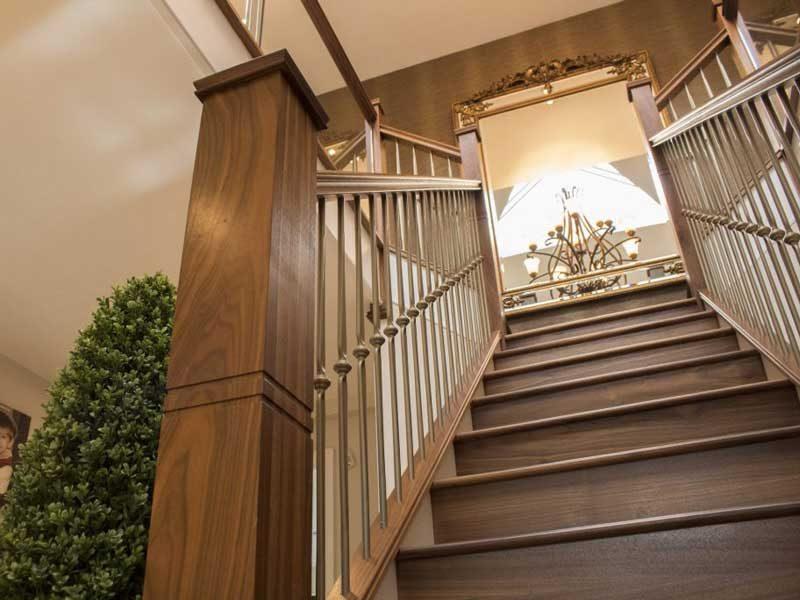 Cầu thang gỗ óc chó đẹp