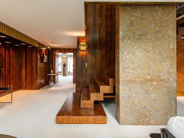 02-Wood-steel-stone-terrazzo-and-glass-make-up-a-stylish-modenr-duplex-with-a-touch-of-chic-775x581