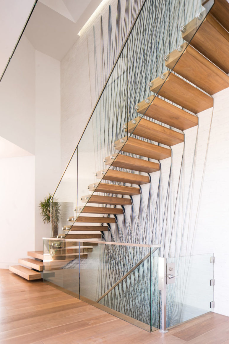 06-The-staircase-is-a-modern-floating-one-775x1163