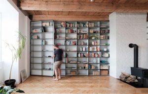 Cửa phòng ngủ ẩn bên trong kệ sách