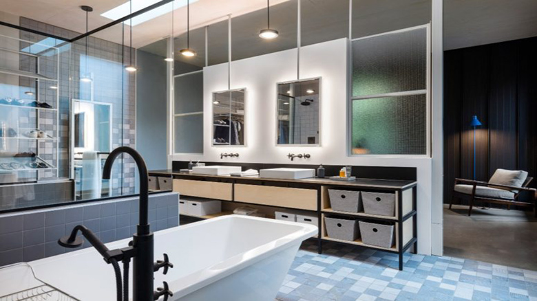 08-The-bathroom-is-a-spacious-room-with-much-light-blue-tones-and-many-mirrors-775x517