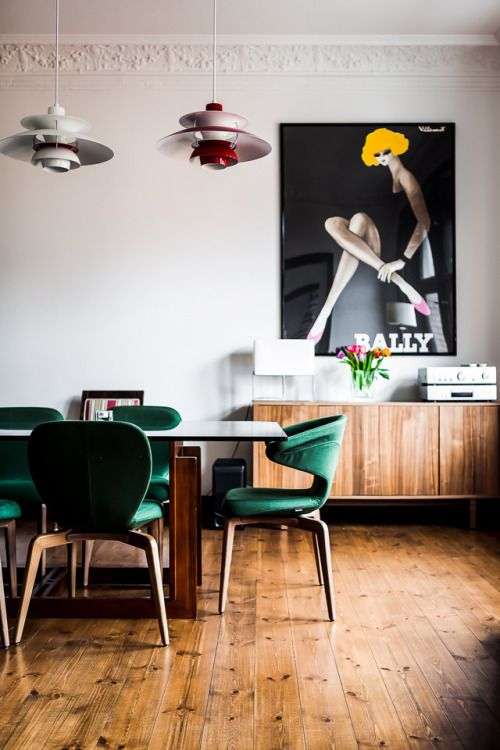 10-a-mid-century-modern-dining-room-with-emerald-chairs-with-an-oversized-poster-for-a-statement