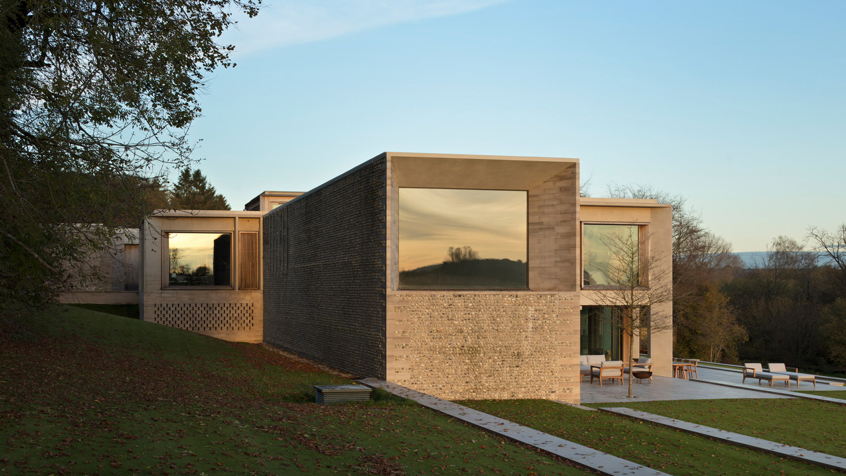 hampshire-house-niall-mclaughlin-architects-architecture-residential-england-uk_dezeen_2364_hero2