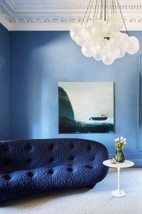 Mảng màu xanh tối giản cho phòng khách